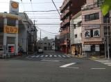 写真① 右に曲がるS字カーブを通ると吉原大門跡
